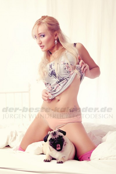Mops mit sexy Girl Poster 70x100 cm